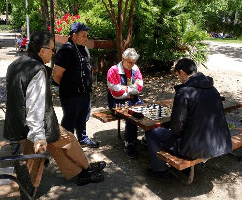 Jugando al ajedrez en el Retiro