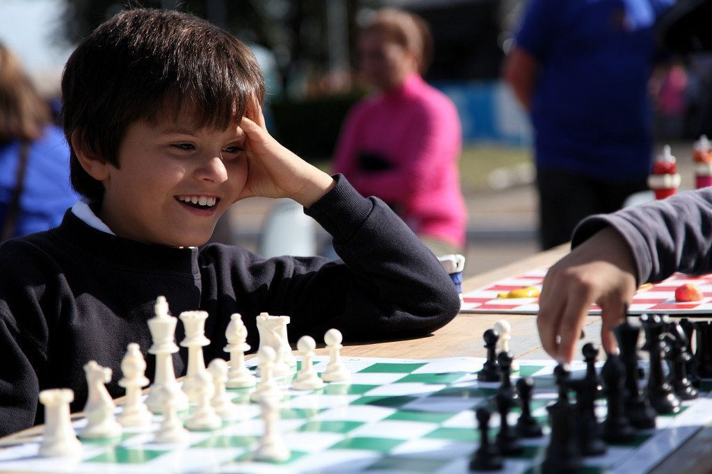 Niños jugando al ajedrez. Artigas, 21 de junio 2014 • Fotografías: Gabriel Adda, Santiago Barreiro y Agustín Fernández